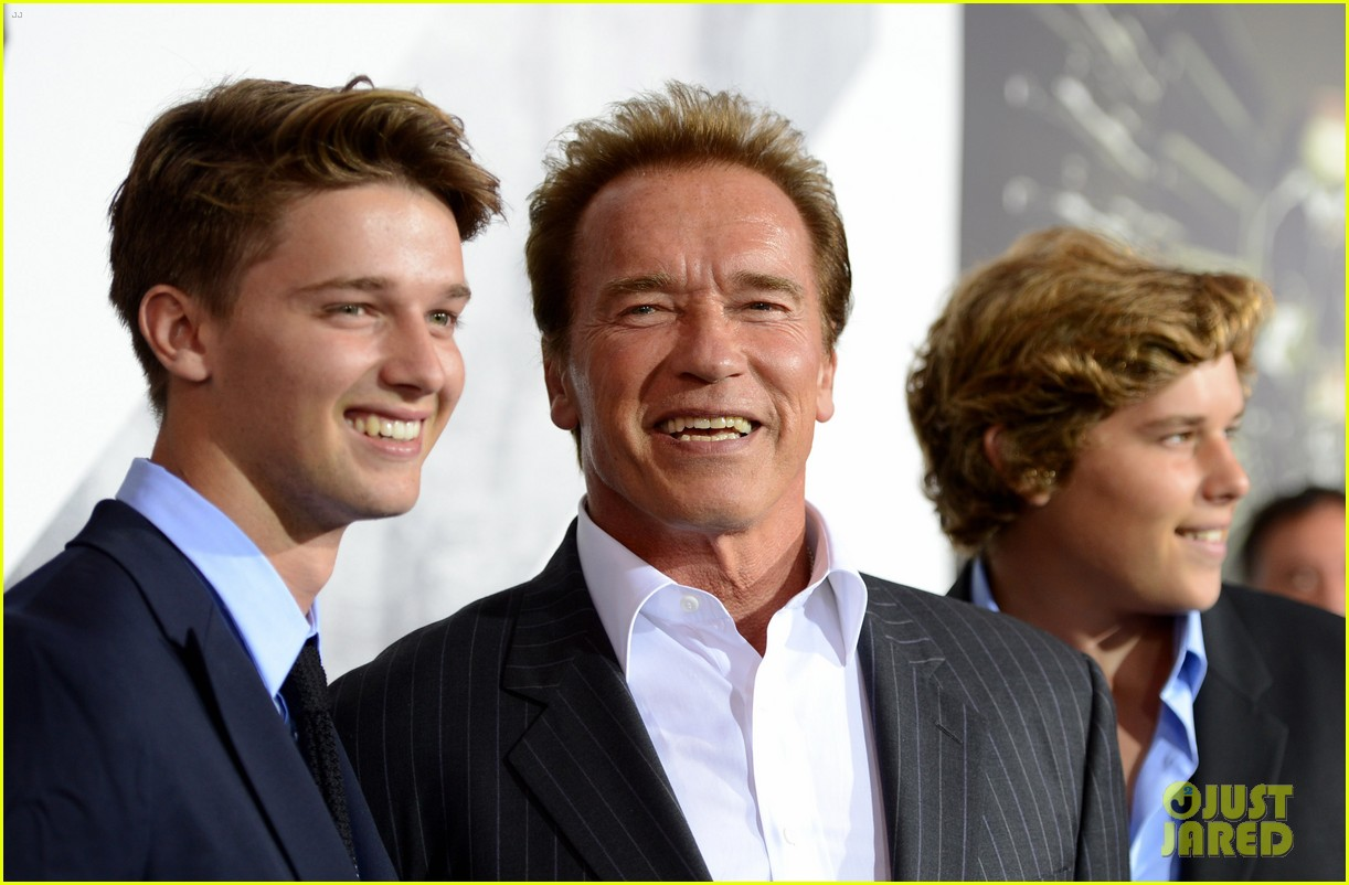patrick schwarzenegger expendables 2 premiere with dad 022703062