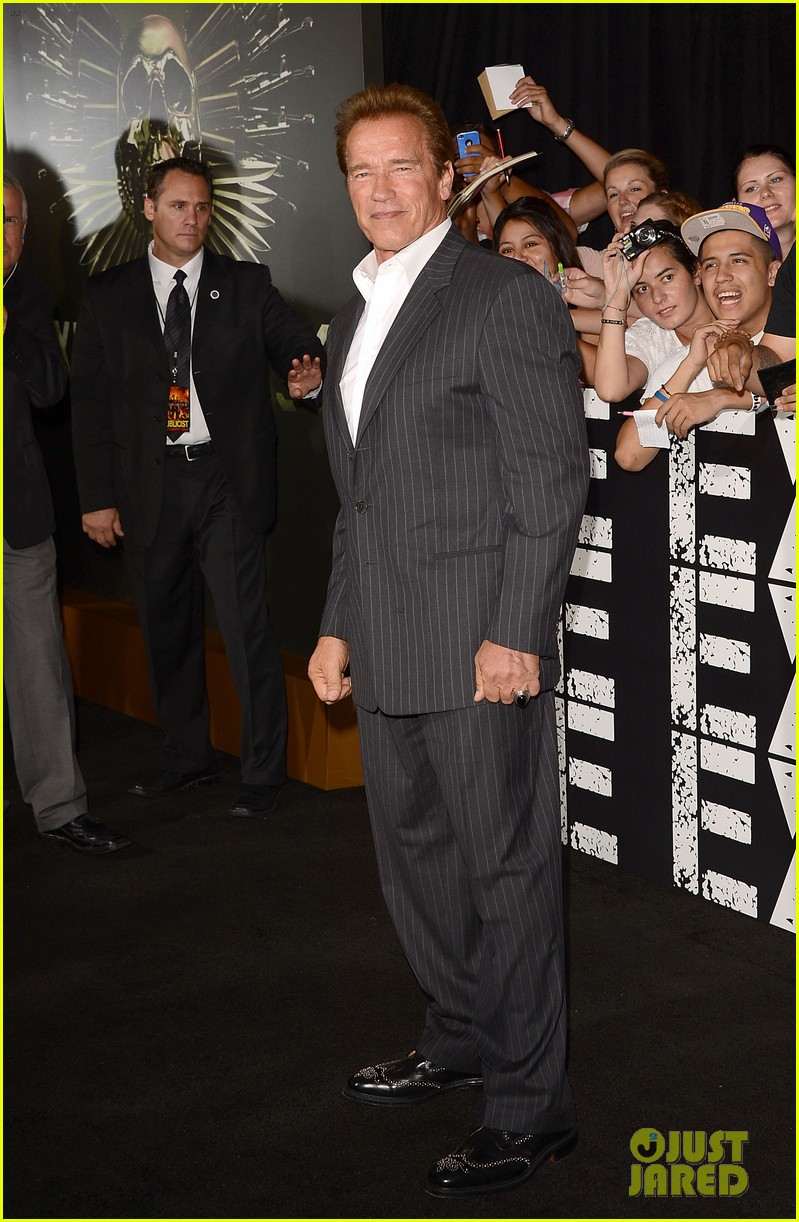 patrick schwarzenegger expendables 2 premiere with dad 032703063