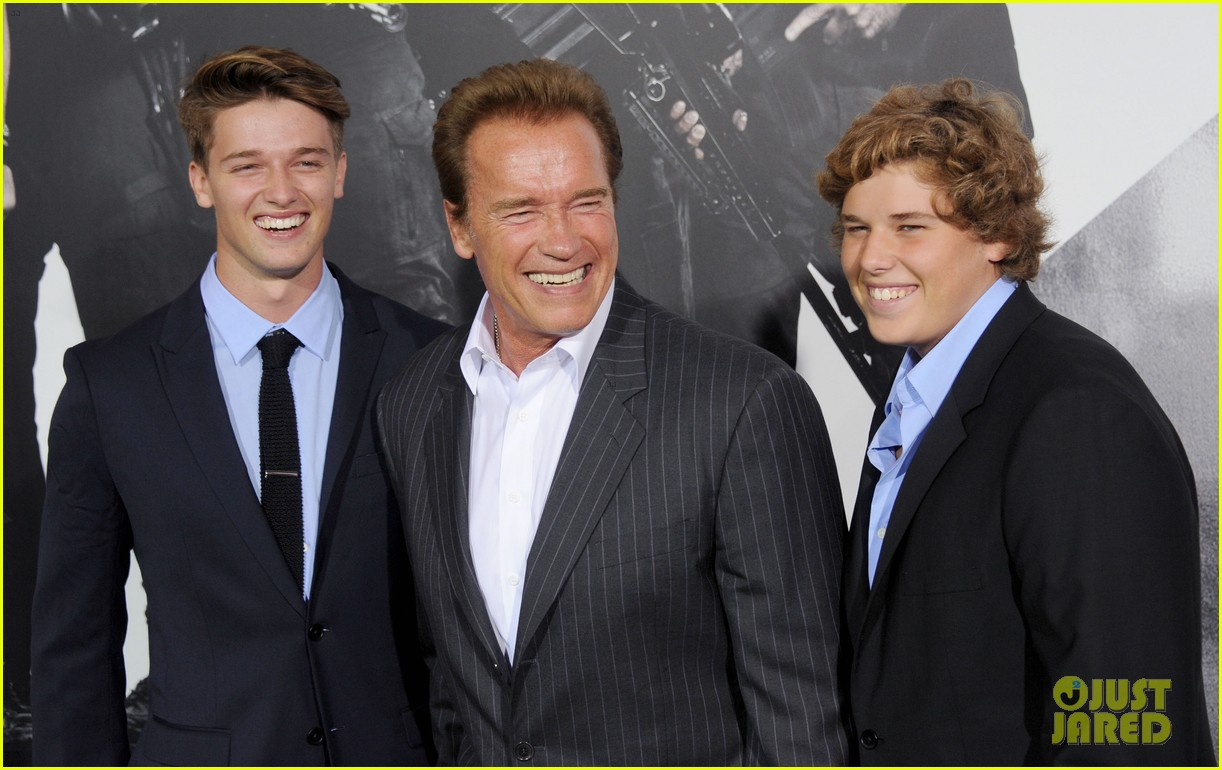 patrick schwarzenegger expendables 2 premiere with dad 052703065