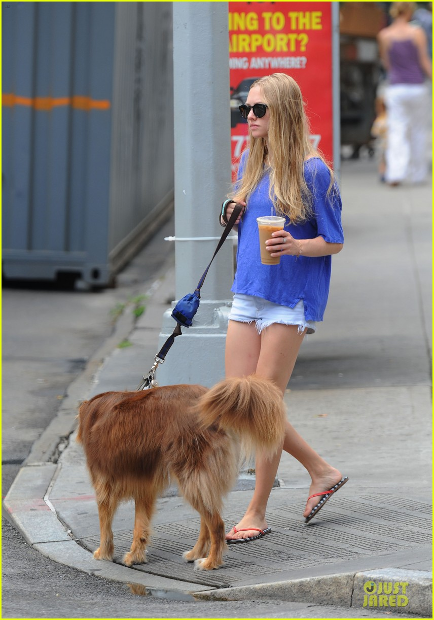 Amanda Seyfried Daisy Dukes With Finn Photo 2709855