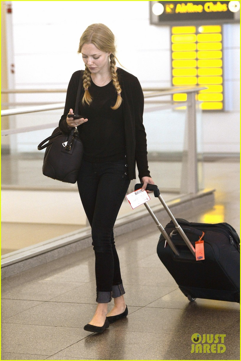 amanda seyfried catches flight 102703737