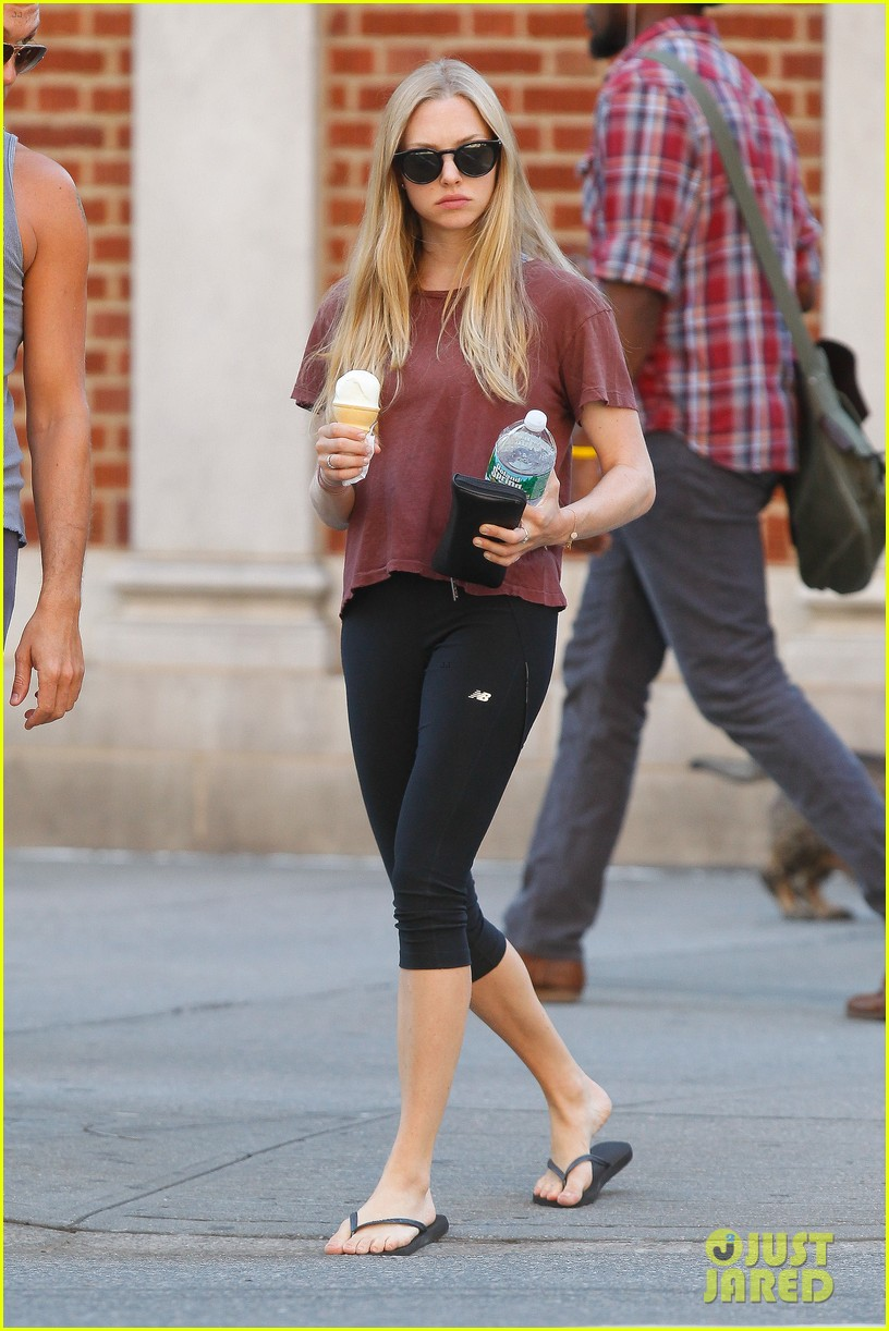 amanda seyfried us open ice cream cone 252710558