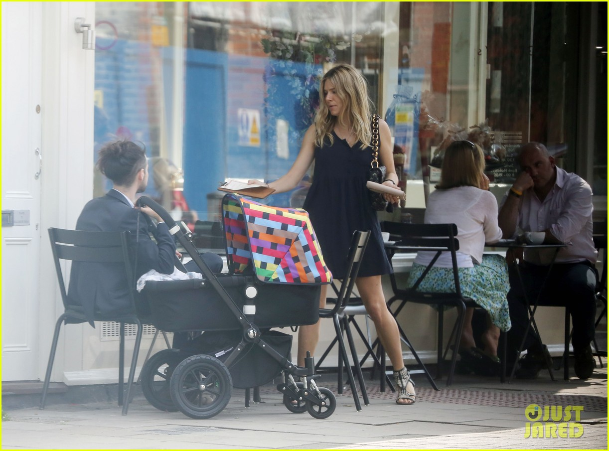 sienna miller tom sturridge out with marlowe 032699105