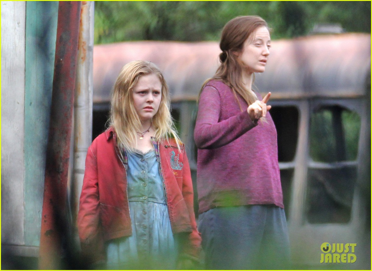 alexander skarsgard hidden set with andrea riseborough 43