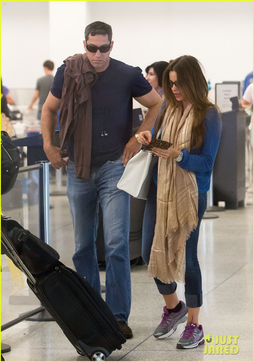 sofia vergara arrives airport 052708836