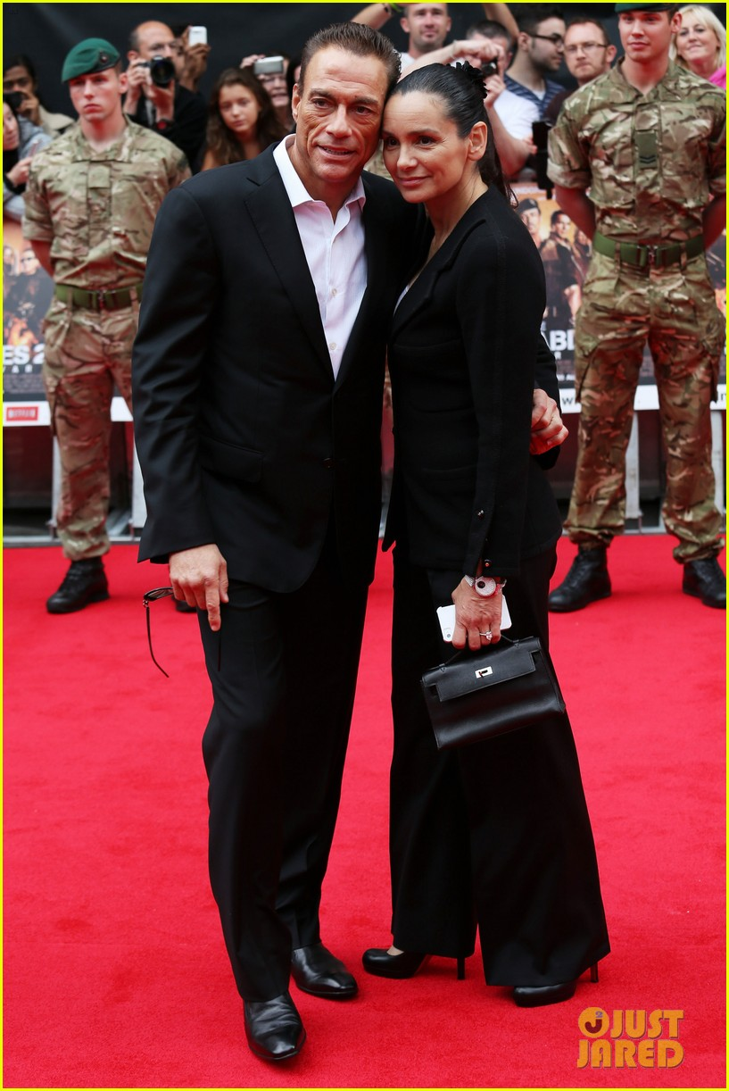 sylvester stallone brings family to expendables 2 premiere 052701633