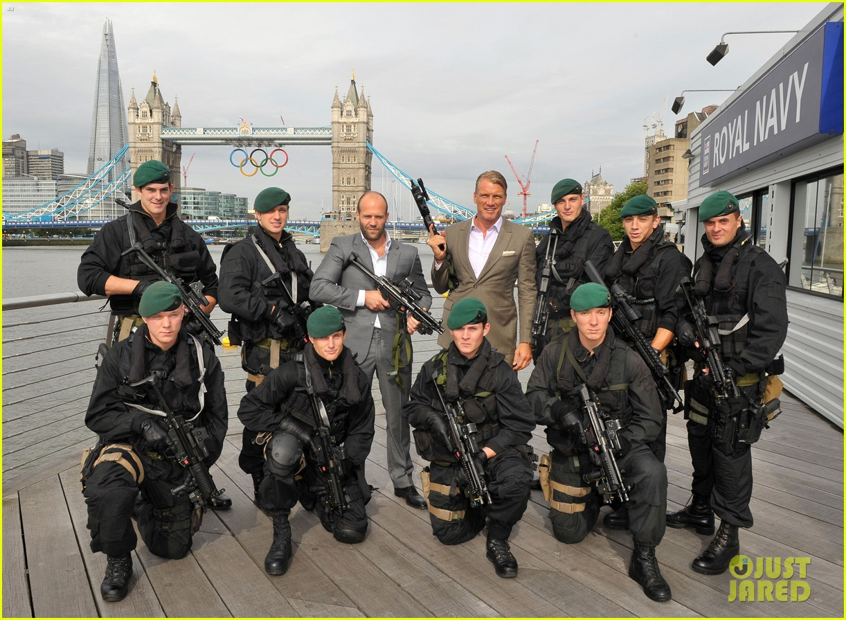schwarzenegger stallone statham expendables 2 london photo call 022701307