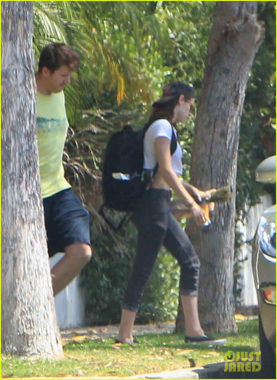 kristen stewart first post cheating scandal pics 042706859