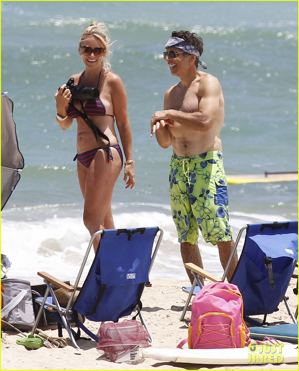 ben stiller shirtless in hawaii with the family 022697641