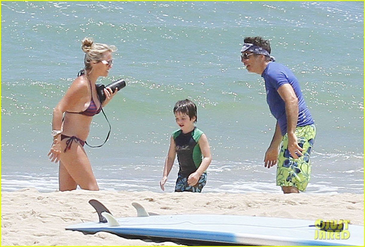 ben stiller shirtless in hawaii with the family 052697644