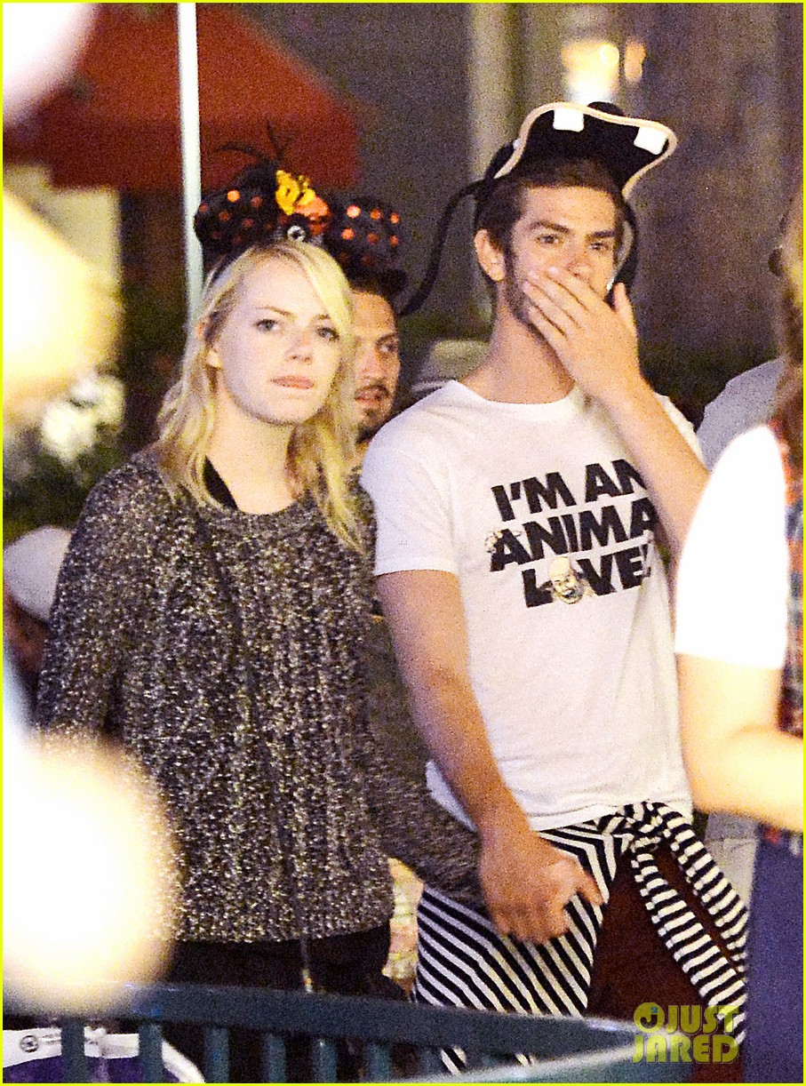 emma stone andrew garfield disneyland birthday celebration 01