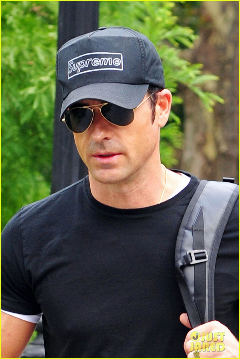 justin theroux central park stroll 022706824