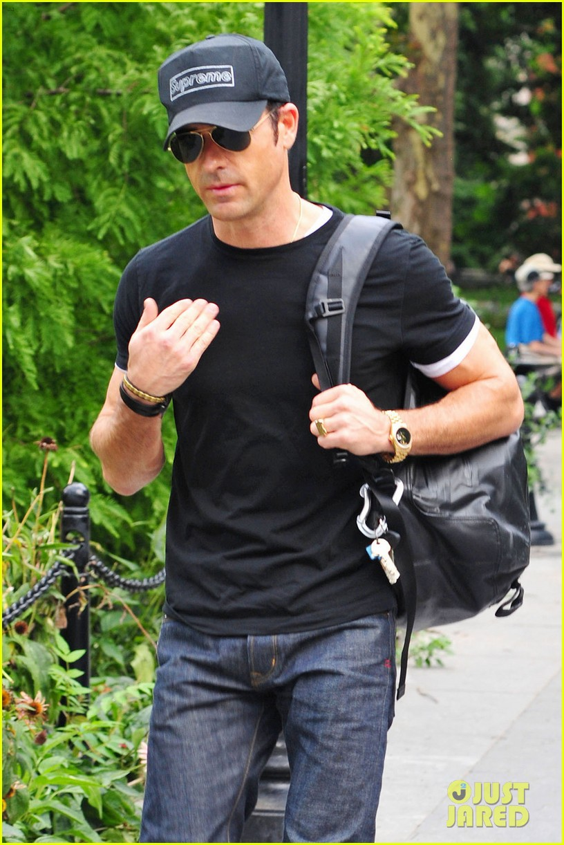 justin theroux central park stroll 032706825
