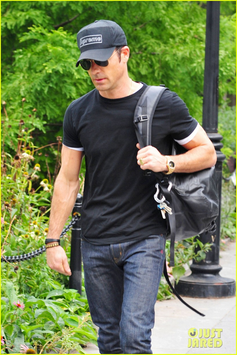 justin theroux central park stroll 052706827