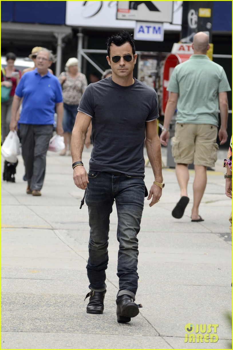 justin theroux steps out post engagement 03