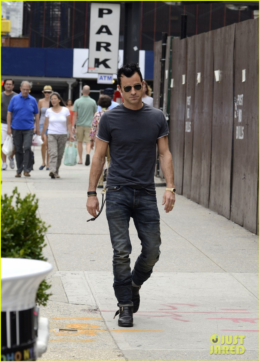 justin theroux steps out post engagement 052704878