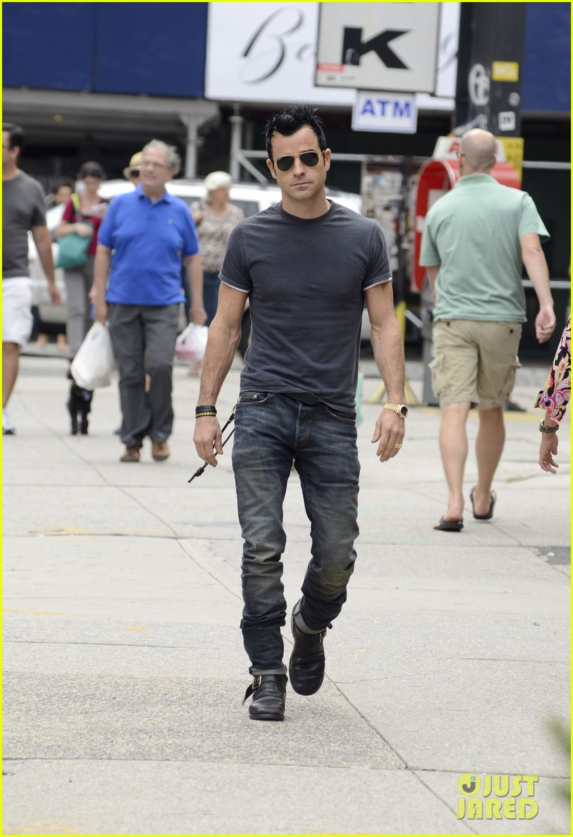 justin theroux steps out post engagement 132704886
