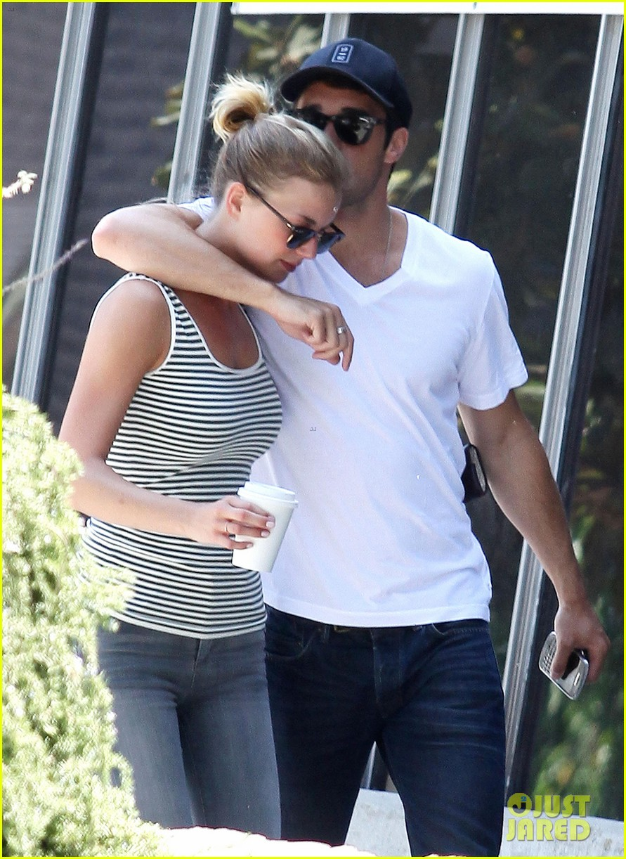 how long have josh bowman and emily vancamp been dating