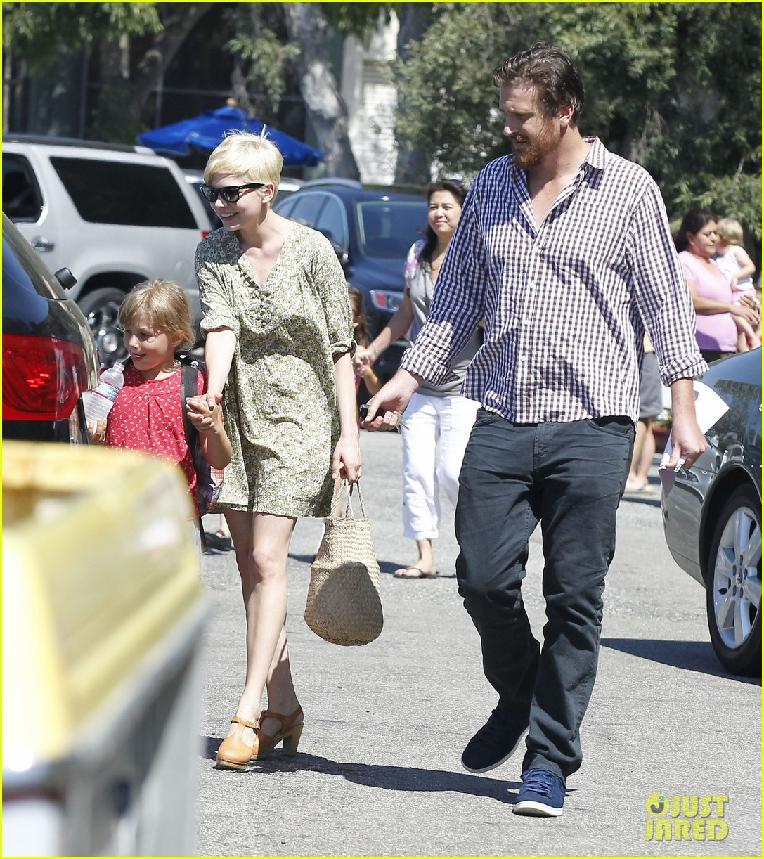 michelle williams jason segel matilda pick up 142697921