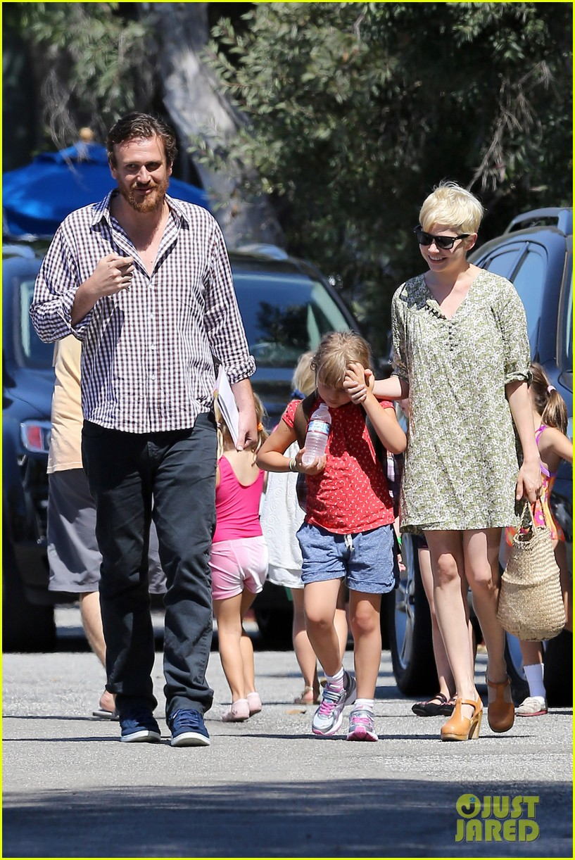 michelle williams jason segel matilda pick up 242697931
