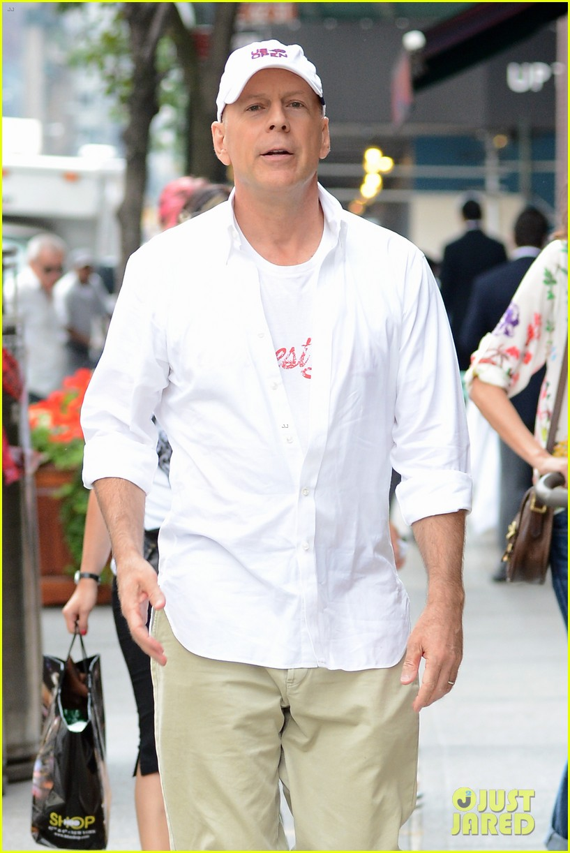 bruce willis emma heming shopping with baby mabel 022707181