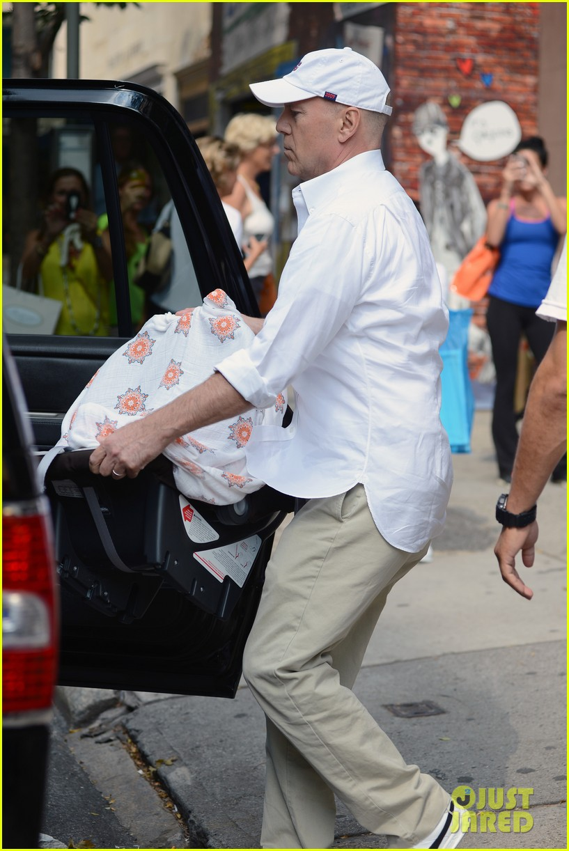 bruce willis emma heming shopping with baby mabel 052707184