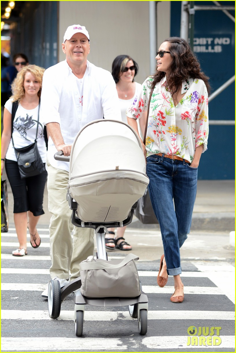 bruce willis emma heming shopping with baby mabel 092707188