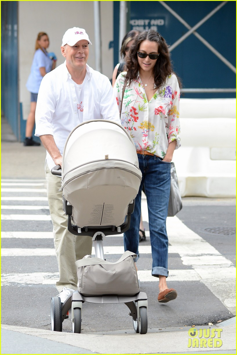 bruce willis emma heming shopping with baby mabel 102707189