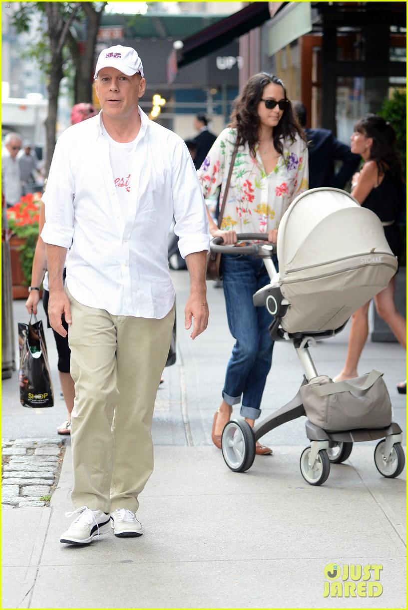 bruce willis emma heming shopping with baby mabel 122707191