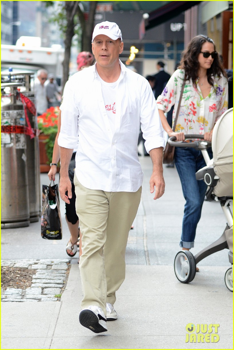 bruce willis emma heming shopping with baby mabel 13
