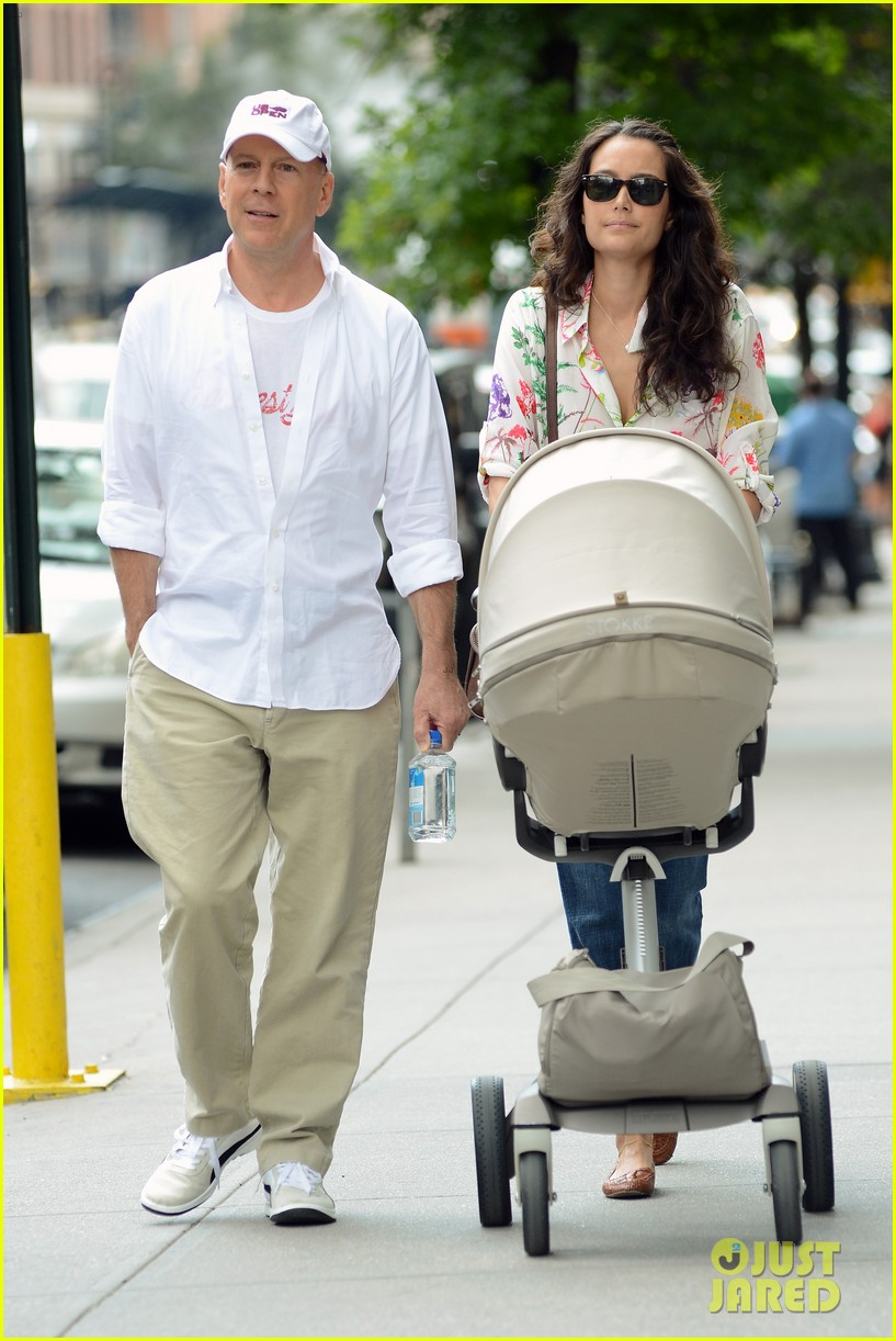 bruce willis emma heming shopping with baby mabel 152707194