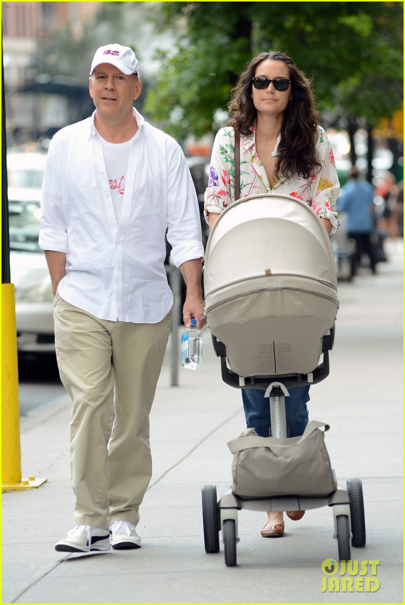 bruce willis emma heming shopping with baby mabel 162707195