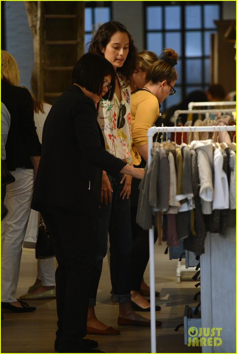 bruce willis emma heming shopping with baby mabel 17