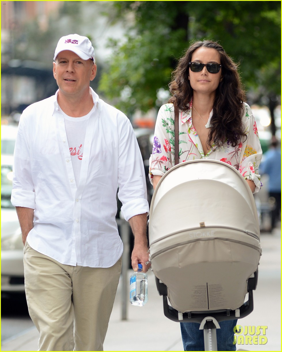bruce willis emma heming shopping with baby mabel 20