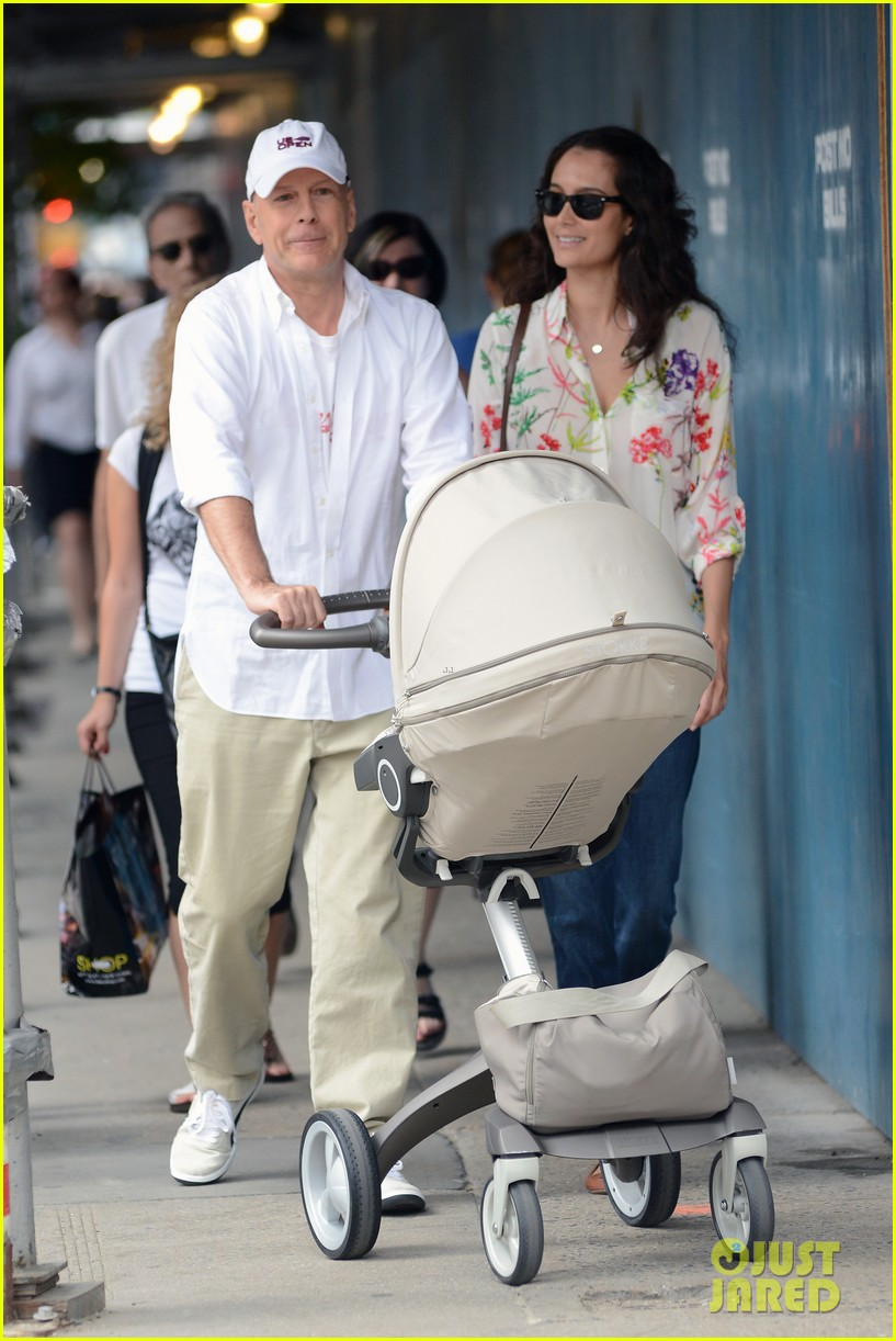 bruce willis emma heming shopping with baby mabel 212707200