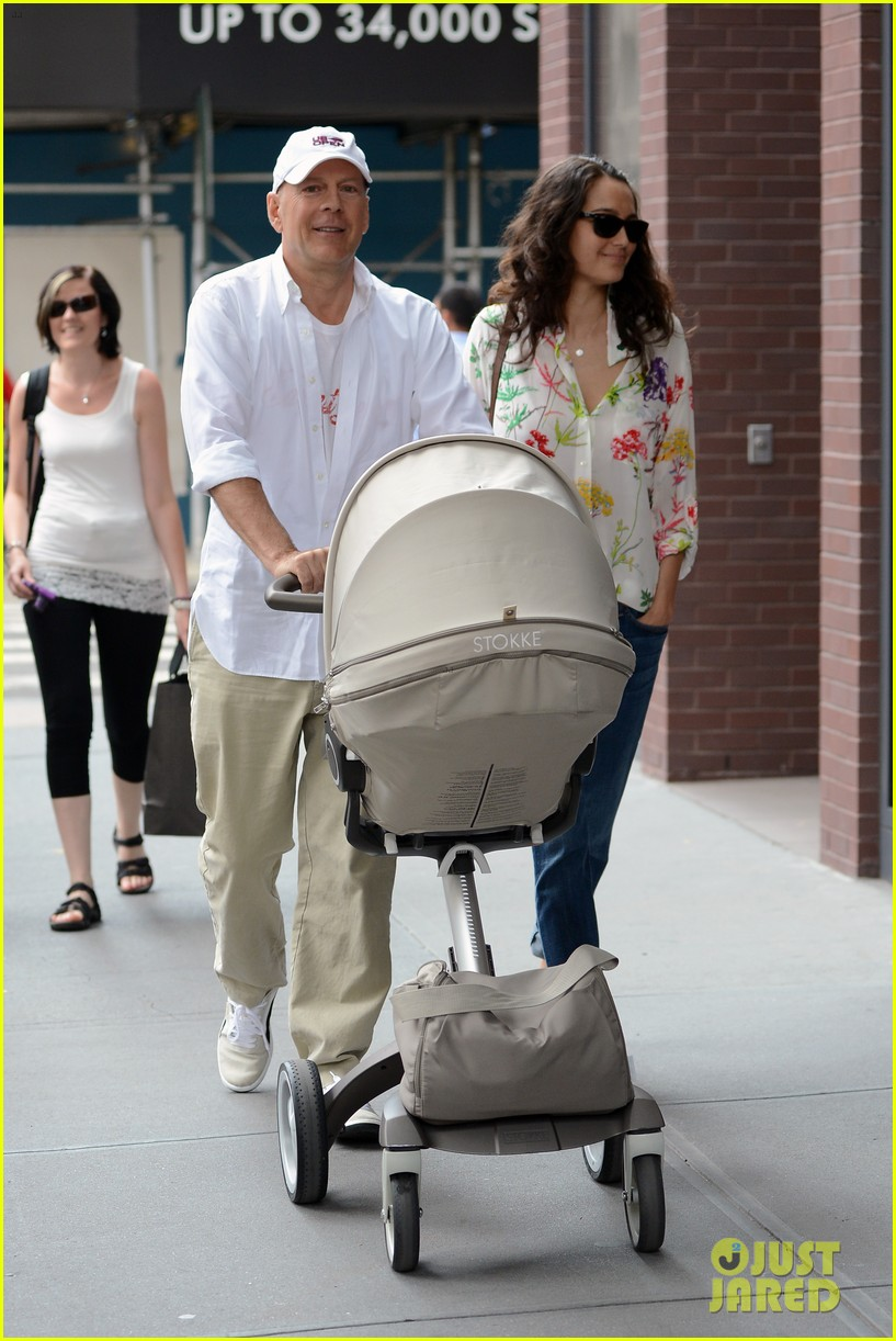 bruce willis emma heming shopping with baby mabel 26