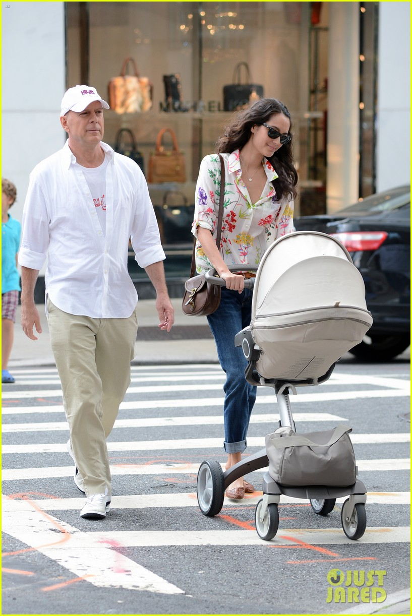 bruce willis emma heming shopping with baby mabel 292707208