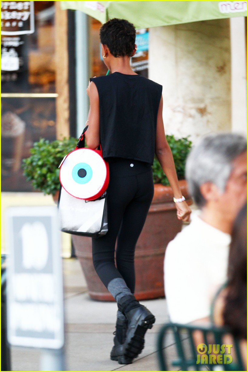willow smith starbucks run 15