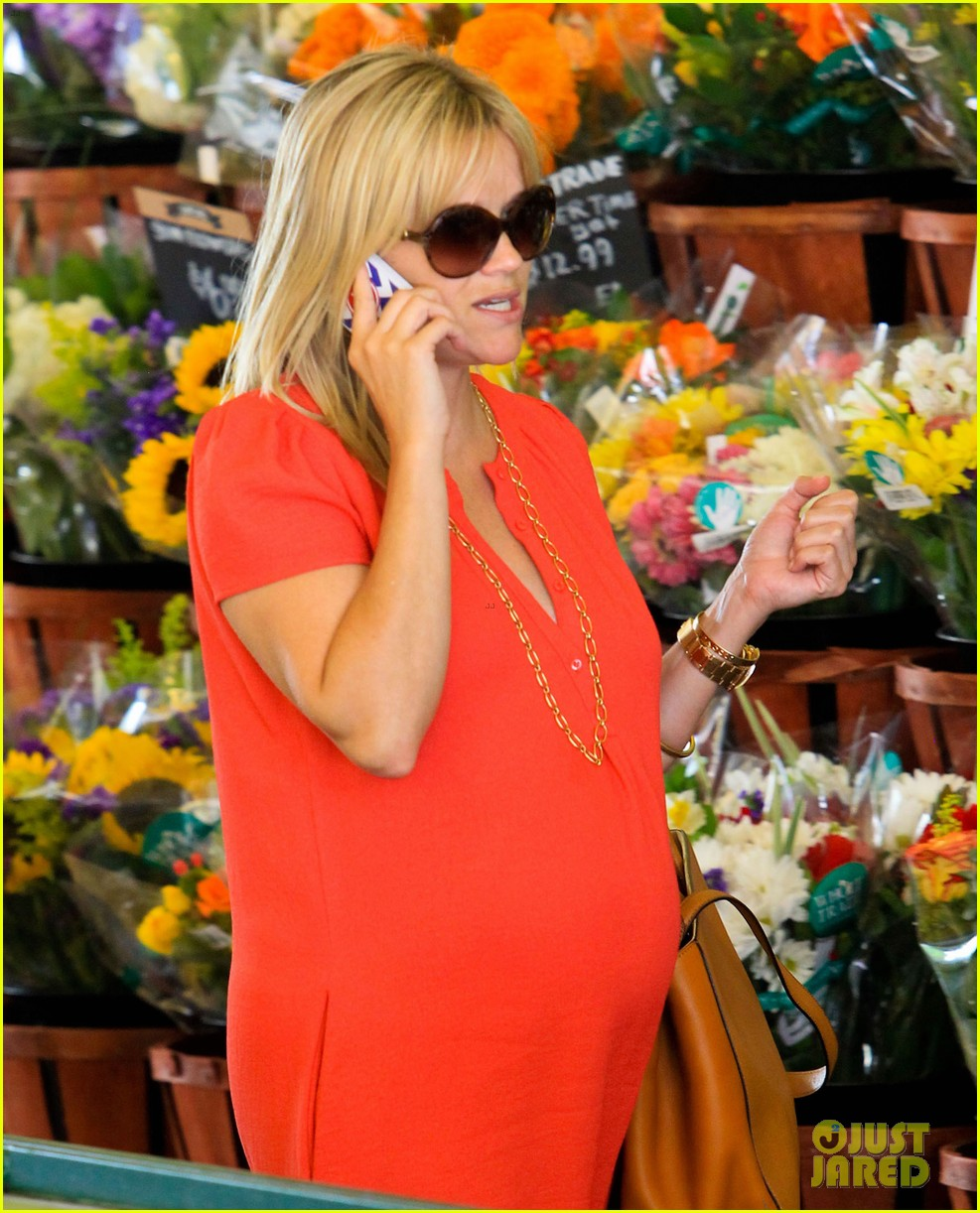 reese witherspoon red dress baby bump 162698962