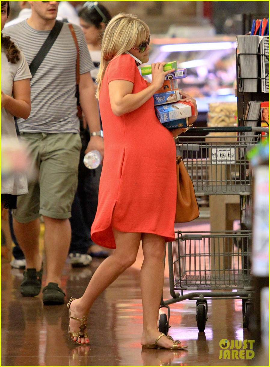reese witherspoon red dress baby bump 232698969
