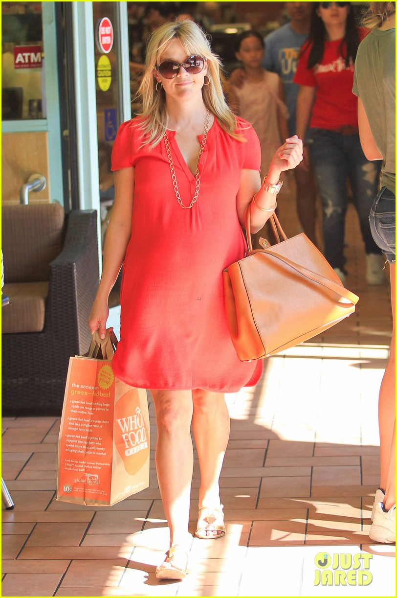 reese witherspoon red dress baby bump 272698973
