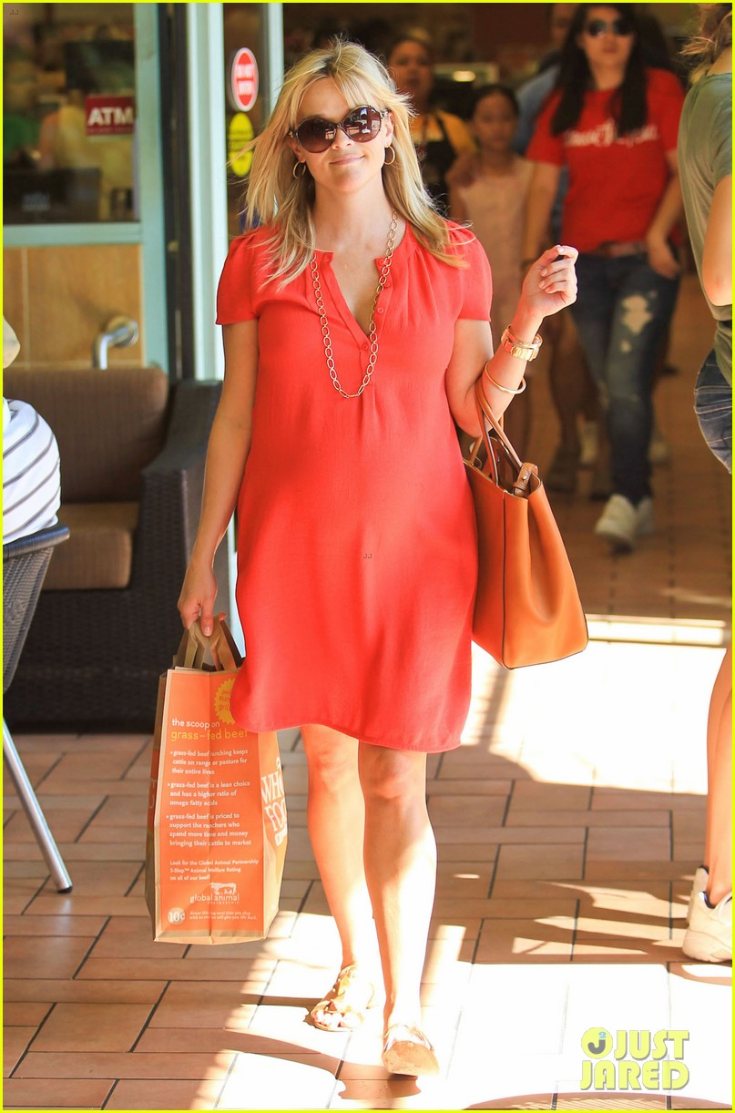 reese witherspoon red dress baby bump 292698975