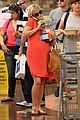 reese witherspoon red dress baby bump 21