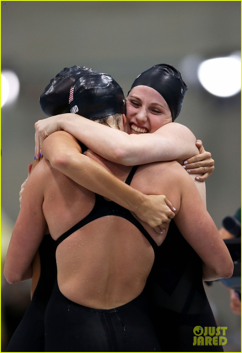 womens us swimming team wins gold in 4x200m freestyle relay 022695431