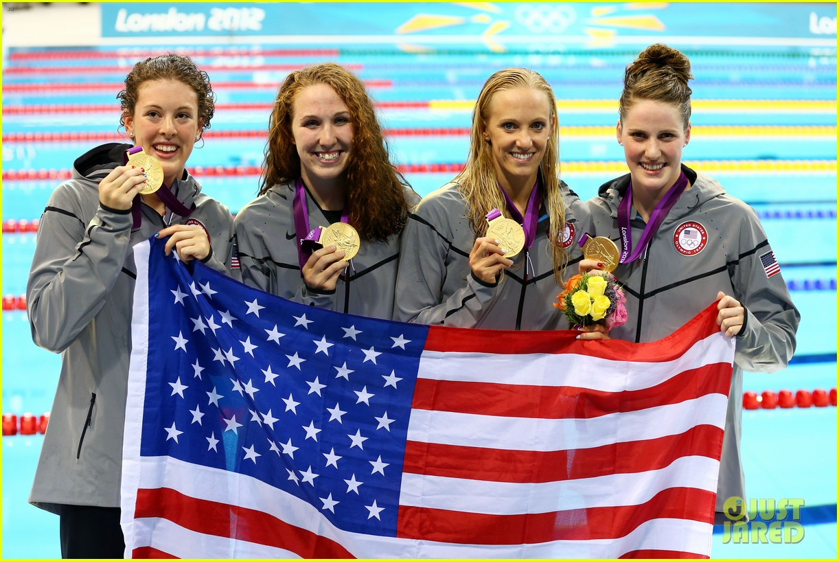 womens us swimming team wins gold in 4x200m freestyle relay 032695432