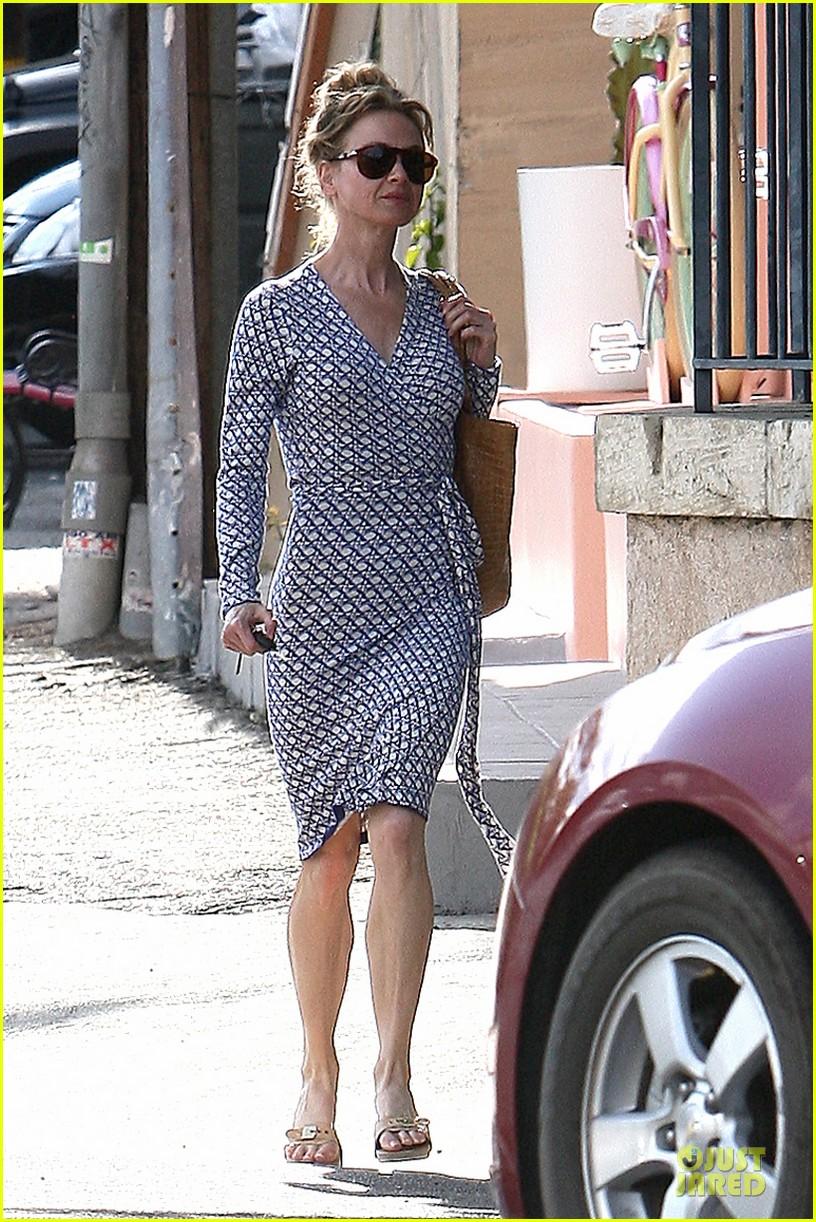 renee zellweger dress casual 042704212