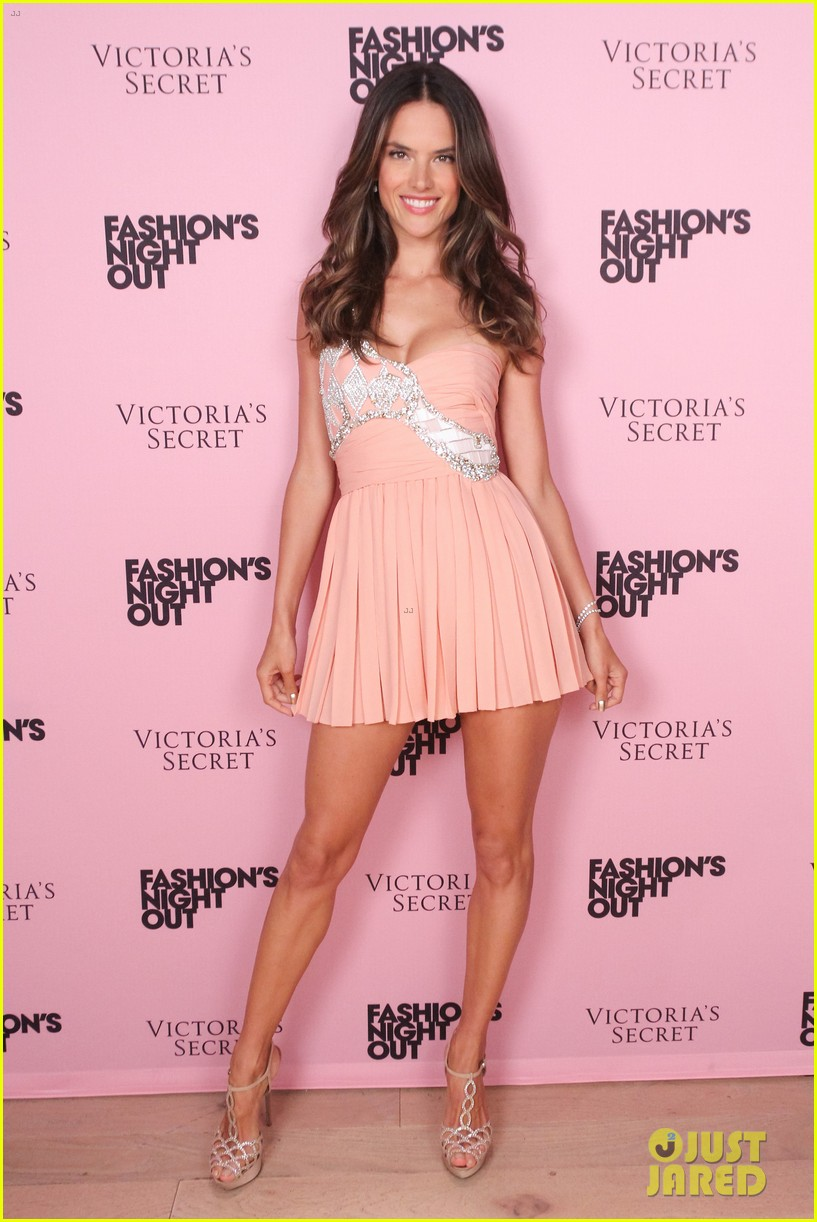 alessandra ambrosio victorias secret fashions night out 06