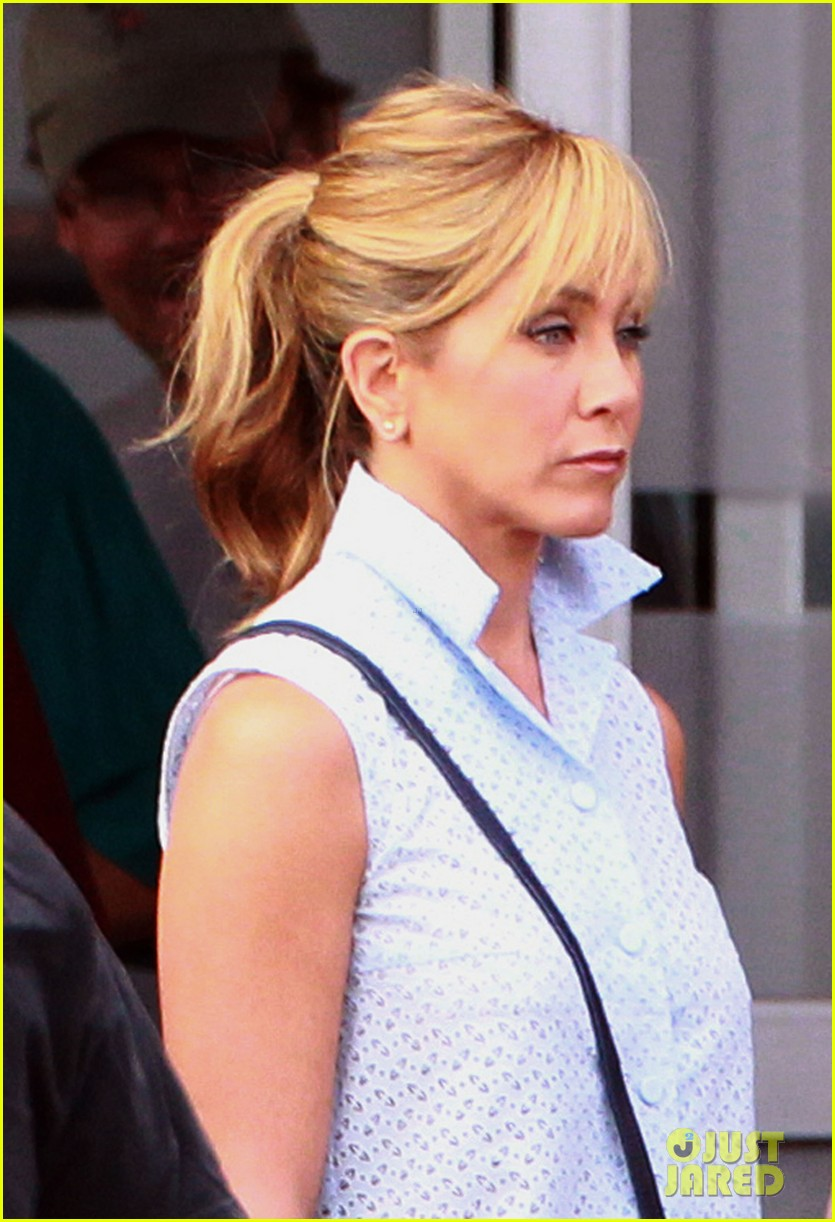 jennifer aniston emma roberts were the millers set 06