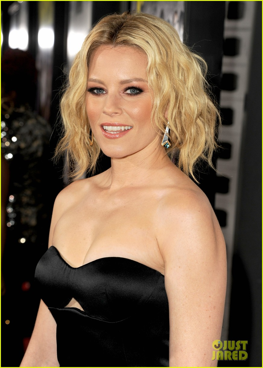elizabeth banks anna kendrick pitch perfect premiere 28