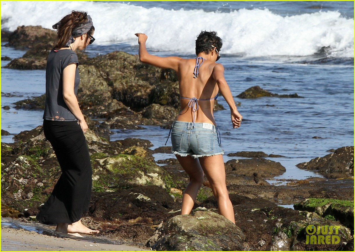 halle berry bikini beach babe 092723582